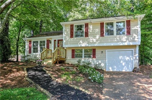 Photo of 1350 Taylor Oaks Drive, Roswell, GA 30076 (MLS # 6731658)