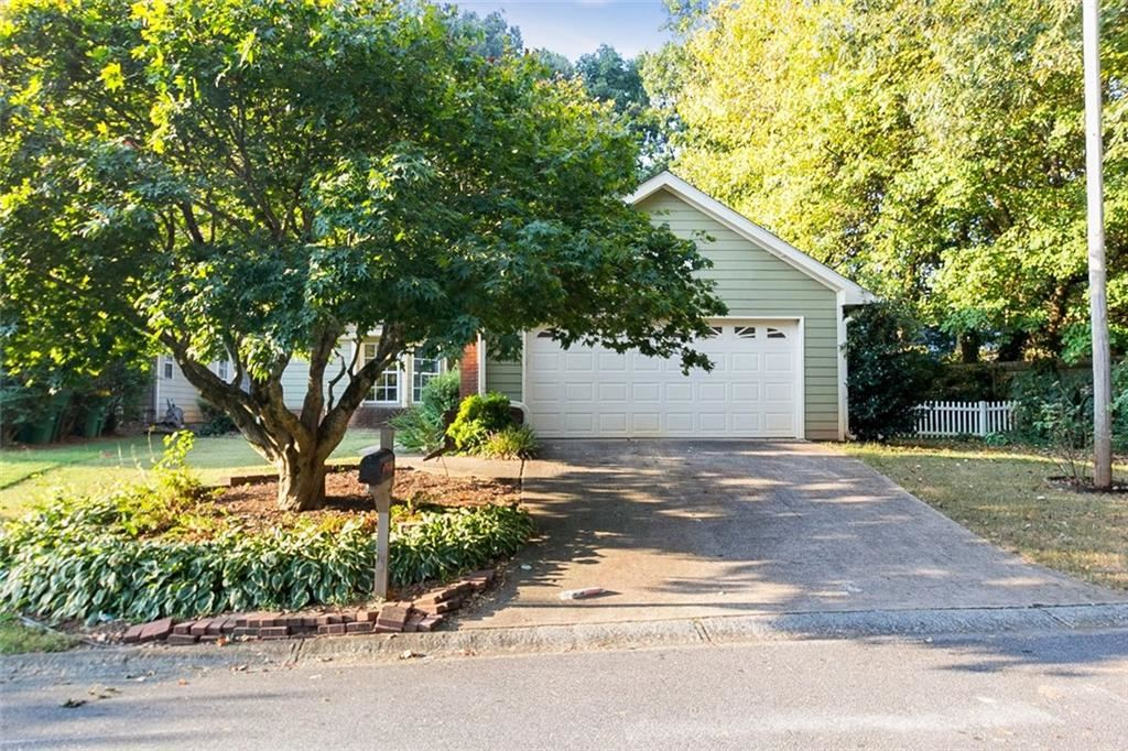 Photo for 1207 Ascot Court NW, Kennesaw, GA 30144 (MLS # 6617735)
