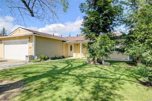Photo of 190 Olympic Circle, Vacaville, CA 95687 (MLS # 22007169)