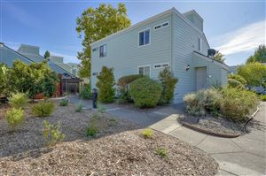 Photo of 198 Courtyards Circle, Windsor, CA 95492 (MLS # 21926326)