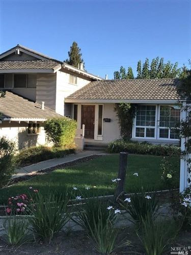 Photo of 450 Meadowview Drive, Vacaville, CA 95688 (MLS # 21926404)