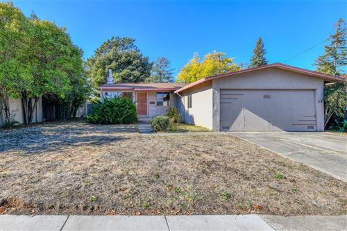 Photo of 721 Greenbach Street, Napa, CA 94559 (MLS # 22028549)