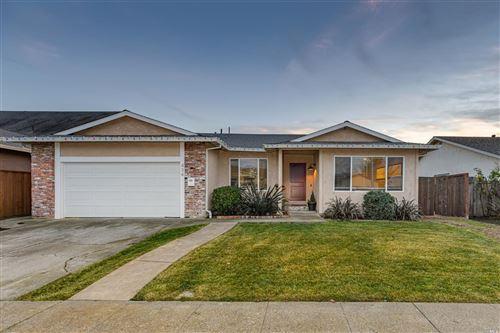 Photo of 424 Garfield Drive, Petaluma, CA 94954 (MLS # 22030599)