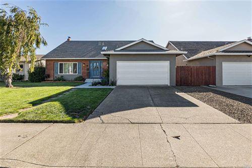 Photo of 26 Eastside Circle, Petaluma, CA 94954 (MLS # 22023796)