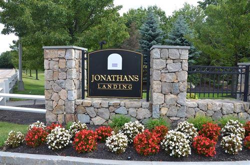 Photo of 422 John Mahar Hwy #302, Braintree, MA 02184 (MLS # 72720025)