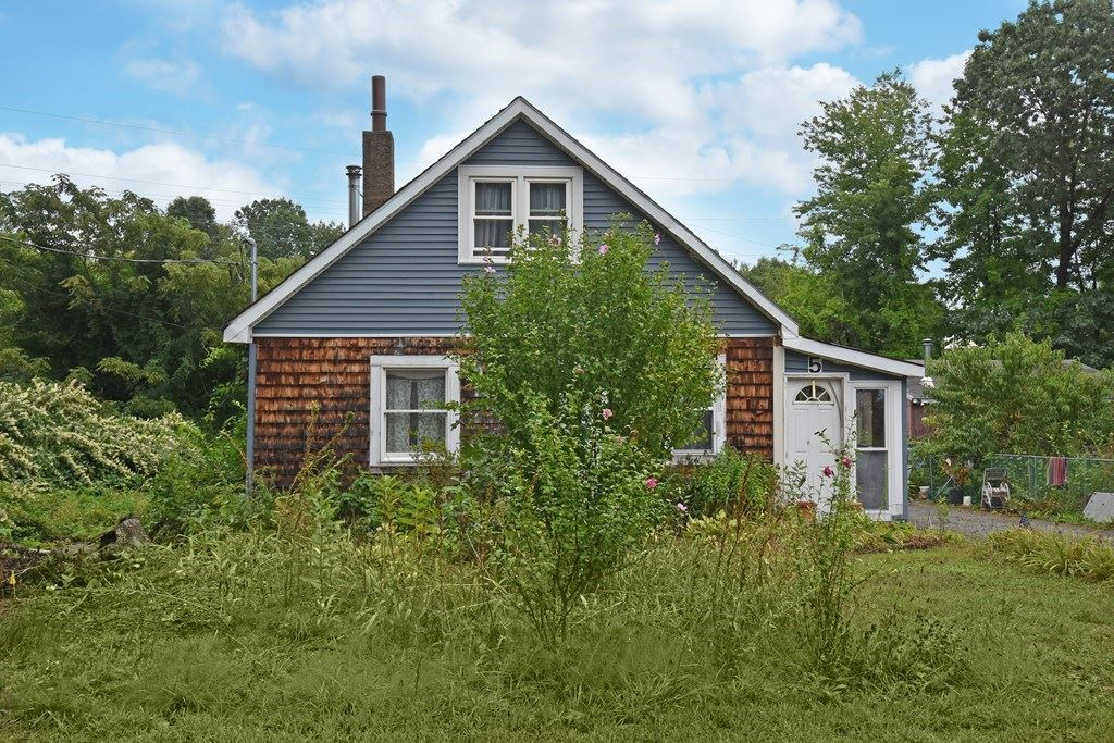 Photo of 5 Ruth St, Leominster, MA 01453 (MLS # 72722057)