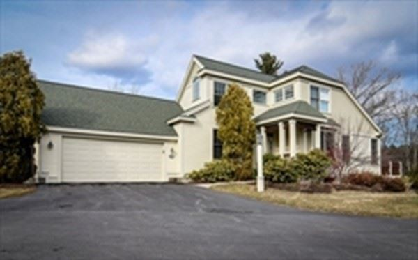 Photo of 109 Carriage Hill Circle #109, Southborough, MA 01772 (MLS # 72845183)