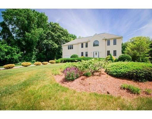 Photo for 11 Winterberry Hill Ln, Middleboro, MA 02346 (MLS # 72524227)