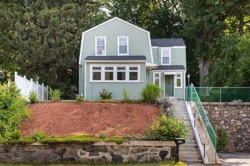 Photo of 579 Chandler St, Worcester, MA 01602 (MLS # 72854327)