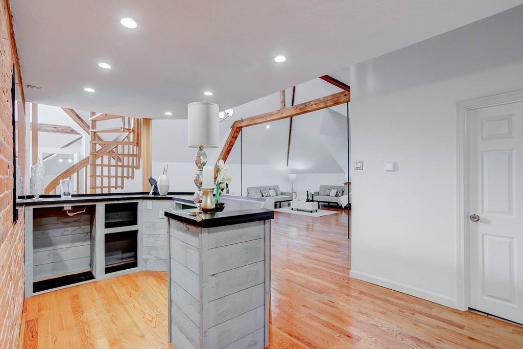 Photo of 321 Plantation St #300, Worcester, MA 01604 (MLS # 72872337)