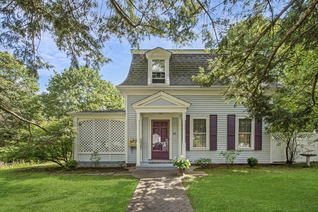 42 Willow St, Reading, MA 01867 - MLS#: 72896354