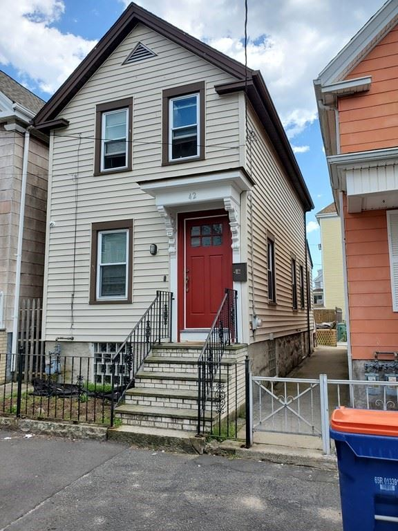 42 Katherine St, New Bedford, MA 02744 - MLS#: 72832378