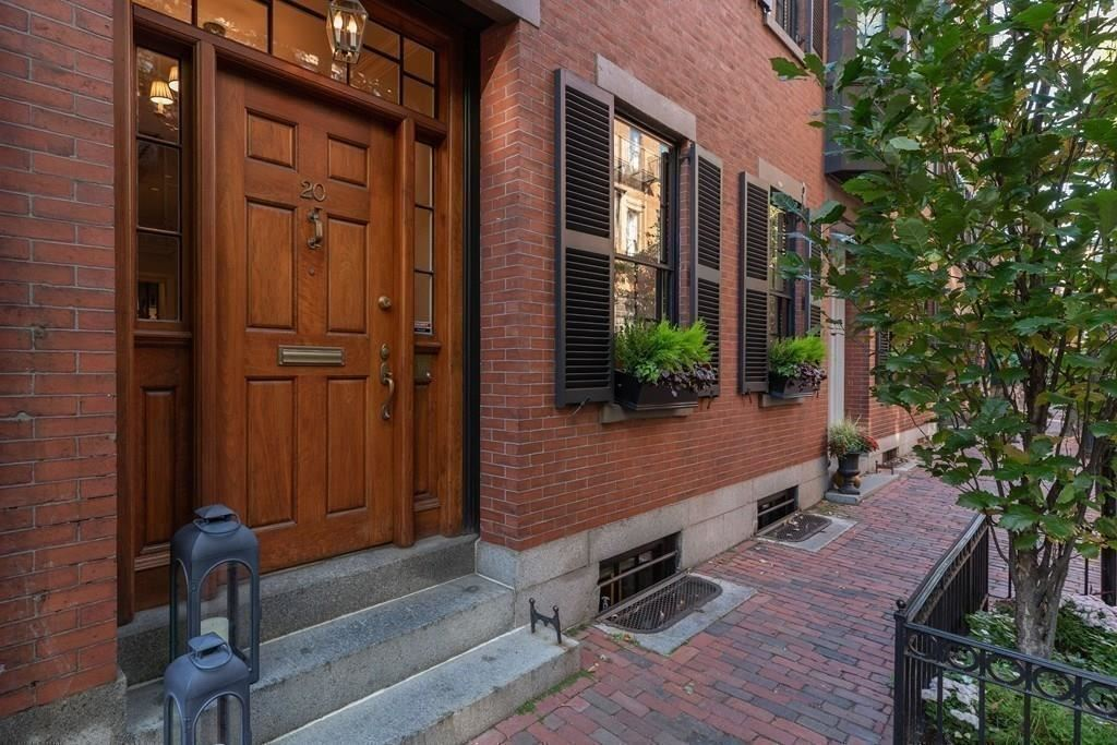 Photo of 20 West Cedar St, Boston, MA 02108 (MLS # 72483477)