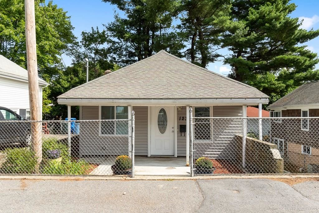 123 Lakeview Ave, Waltham, MA 02451 - MLS#: 72727566