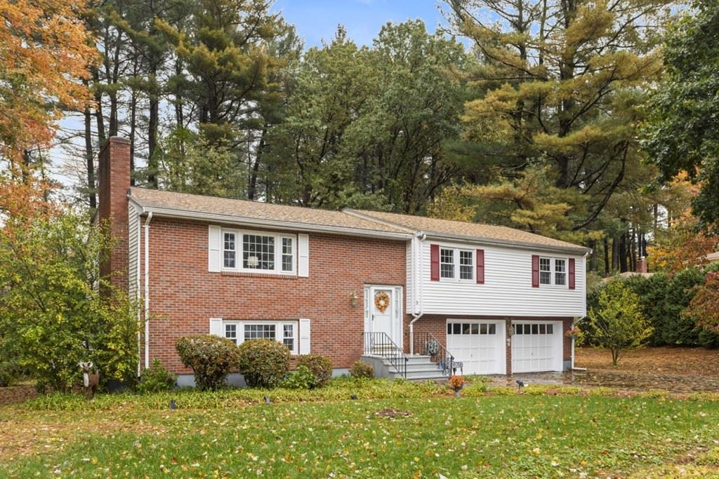 Photo of 5 Country Club Drive, Lynnfield, MA 01940 (MLS # 72913887)
