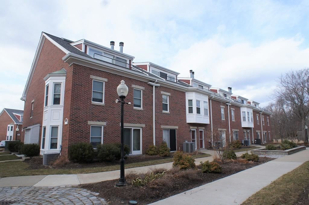 Photo for 154 Quincy Shore Dr #39, Quincy, MA 02171 (MLS # 72622951)