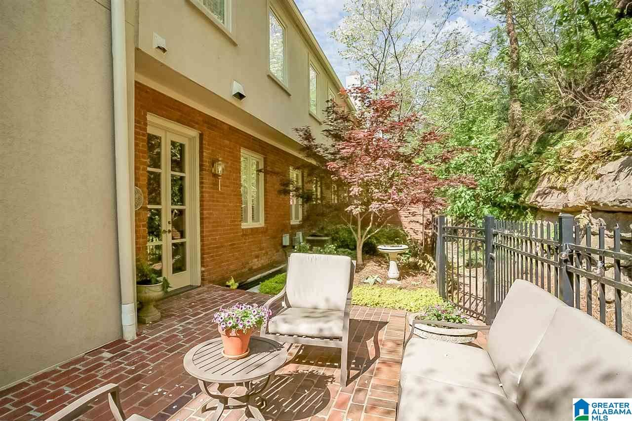 131 MOUNTAIN BROOK PARK DRIVE, Mountain Brook, AL 35213 - MLS#: 1282078
