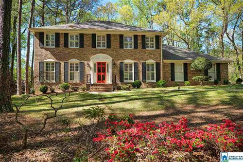 Photo of 816 RIVERCHASE PKWY, HOOVER, AL 35244 (MLS # 878755)