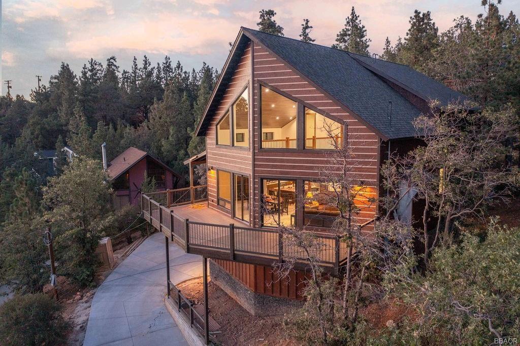 Photo of 43778 Colusa Drive, Big Bear Lake, CA 92315 (MLS # 32107008)