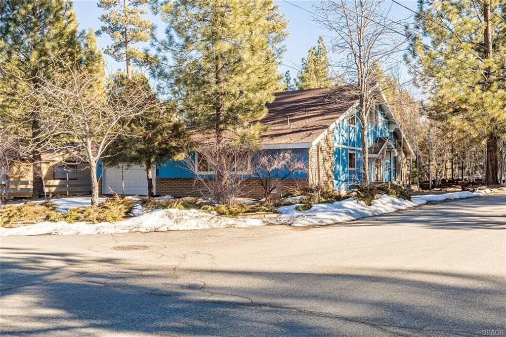 Photo of 229 Oriole Drive, Big Bear Lake, CA 92315 (MLS # 32104010)