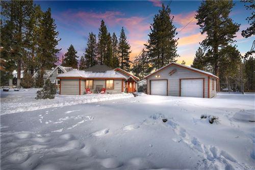 Photo of 687 Chipmunk Lane, Big Bear Lake, CA 92315 (MLS # 32100018)
