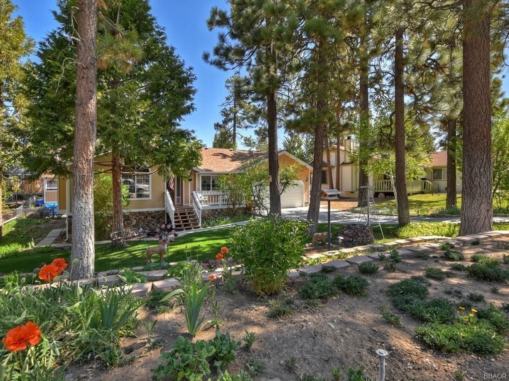 Photo of 42762 Constellation Drive, Big Bear Lake, CA 92315 (MLS # 32104022)