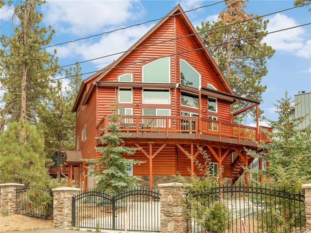 Photo of 39692 Lake Drive, Big Bear Lake, CA 92315 (MLS # 32004023)