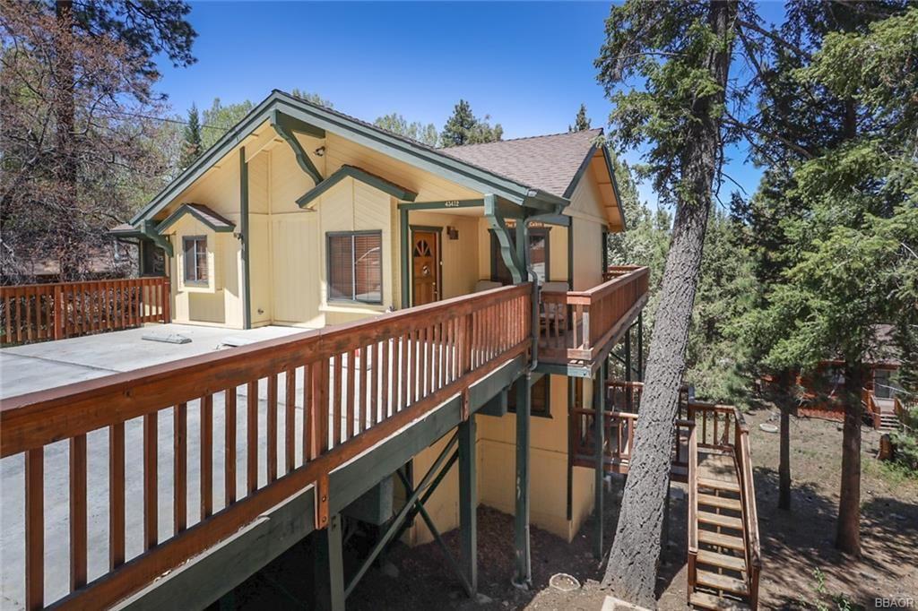 Photo of 43472 Primrose Drive, Big Bear Lake, CA 92315 (MLS # 32104026)