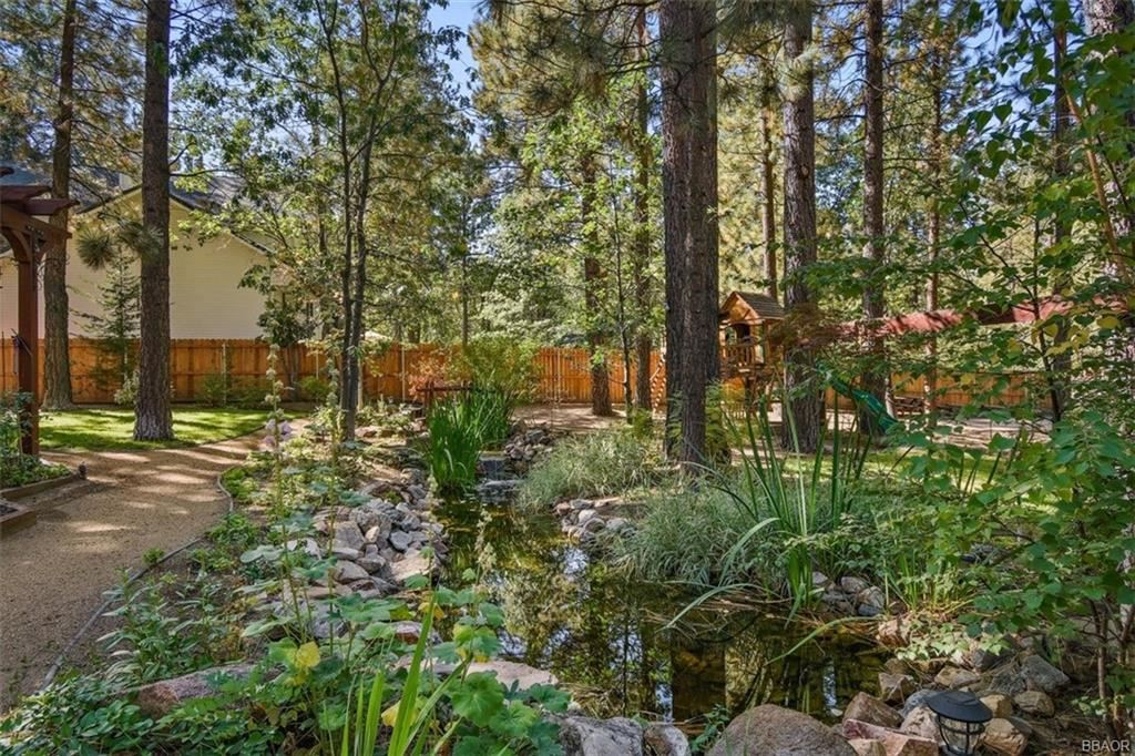 Photo of 706 Snowbird Court, Big Bear Lake, CA 92315 (MLS # 32004027)