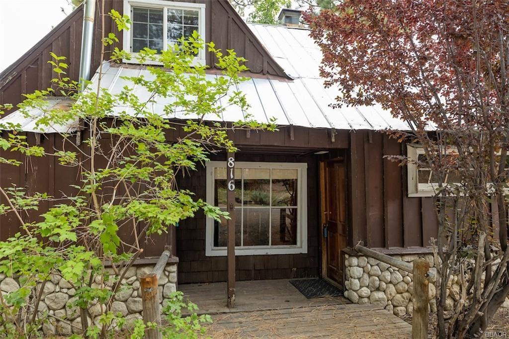 Photo of 816 Jaybird Lane, Big Bear Lake, CA 92315 (MLS # 32107030)