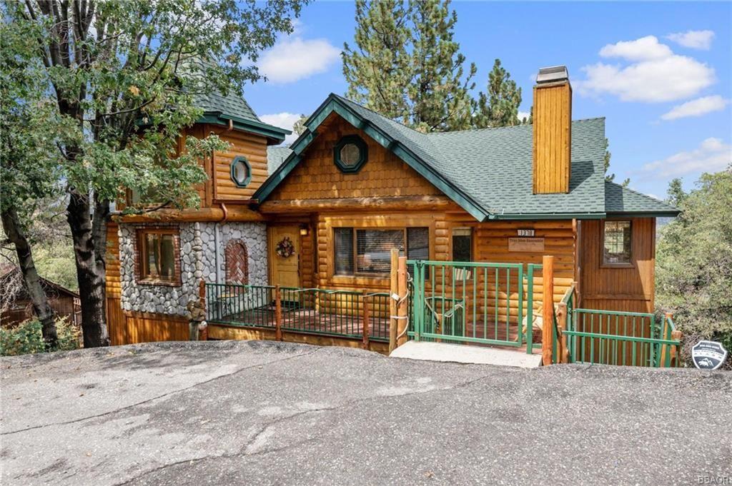 Photo of 1378 La Cresenta Drive, Big Bear City, CA 92314 (MLS # 32107033)