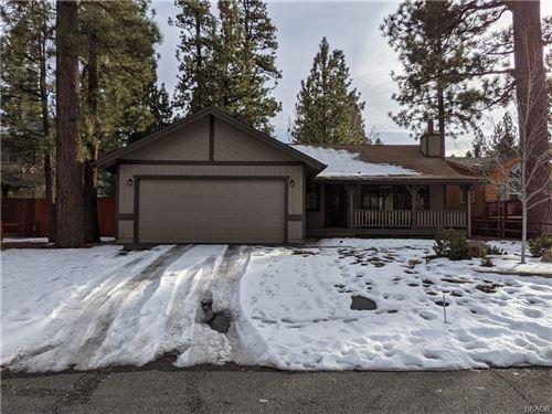 Photo of 542 E Barker Boulevard, Big Bear City, CA 92314 (MLS # 32100035)