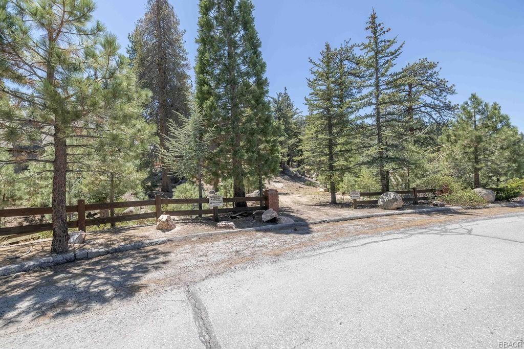 Photo of 579 Cove Drive, Big Bear Lake, CA 92315 (MLS # 32104048)