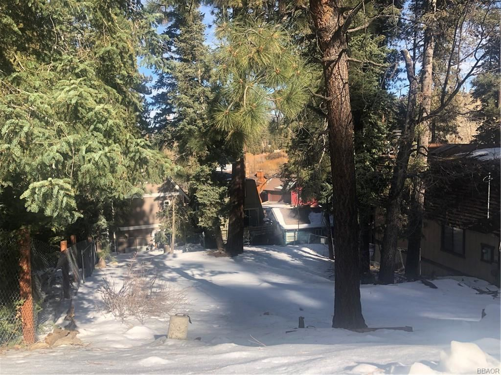 Photo of 0 Falls Ave Avenue, Big Bear Lake, CA 92315 (MLS # 32100051)