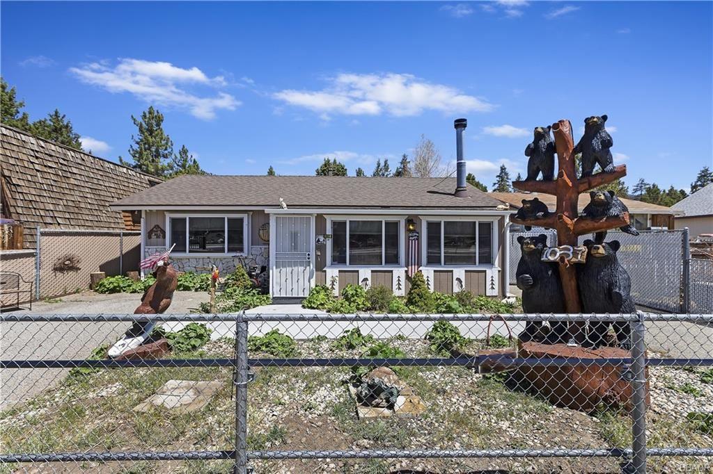 Photo of 1037 W Mountain View Boulevard, Big Bear City, CA 92314 (MLS # 32104060)