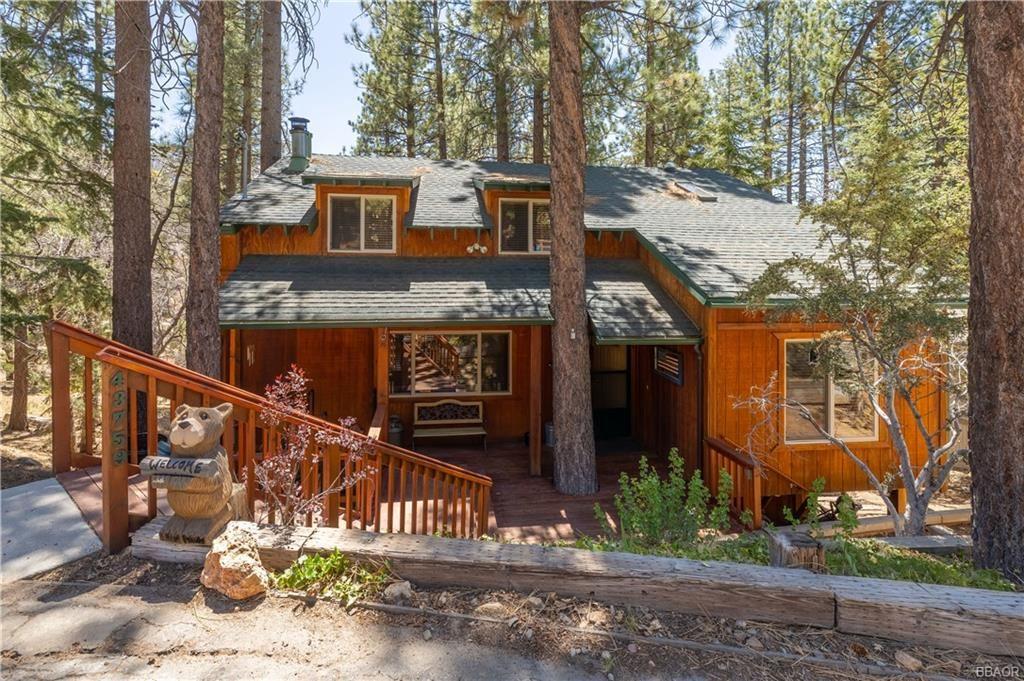 Photo of 43759 Yosemite Drive, Big Bear Lake, CA 92315 (MLS # 32104068)