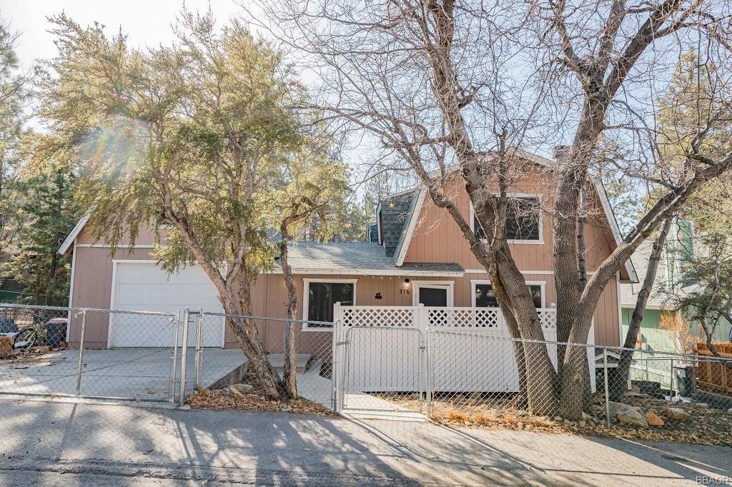 Photo of 376 San Bernardino Avenue, Sugarloaf, CA 92386 (MLS # 32100083)
