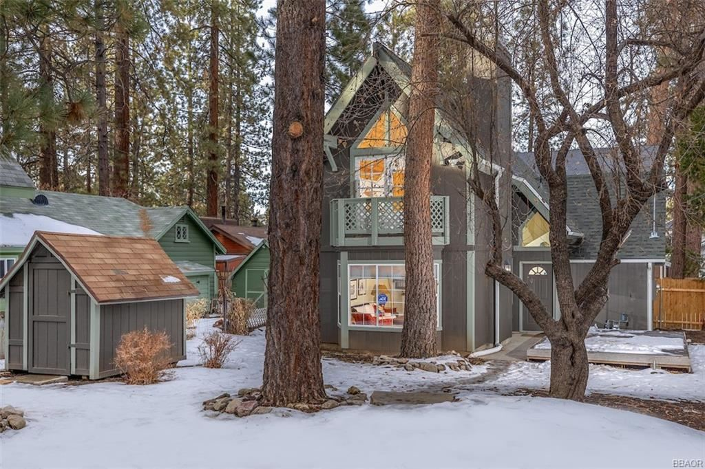 Photo of 42572 La Placida Avenue, Big Bear Lake, CA 92315 (MLS # 32100084)