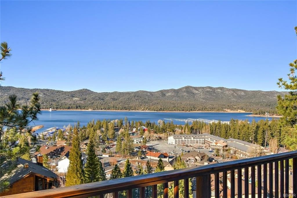 Photo of 40618 Sunburst Circle, Big Bear Lake, CA 92315 (MLS # 32100085)