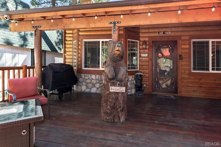 Photo of 40139 Esterly Lane, Big Bear Lake, CA 92315 (MLS # 32100094)