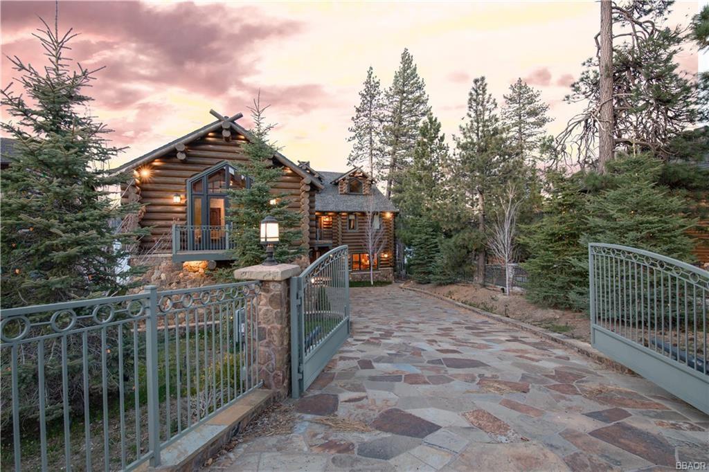 Photo of 663 Cove Drive, Big Bear Lake, CA 92315 (MLS # 32108103)