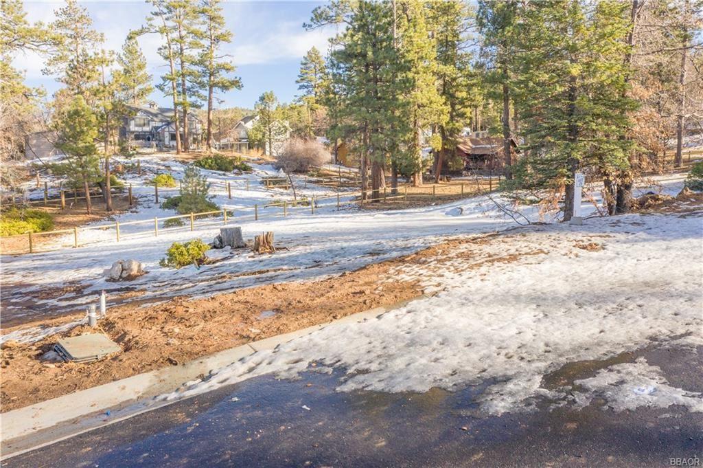 Photo of 819 Pine Meadow Court, Big Bear Lake, CA 92315 (MLS # 32100106)