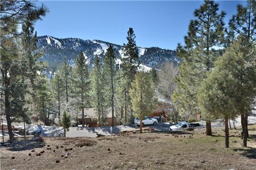 Photo of 43455 Sheephorn, Big Bear Lake, CA 92315 (MLS # 32000110)