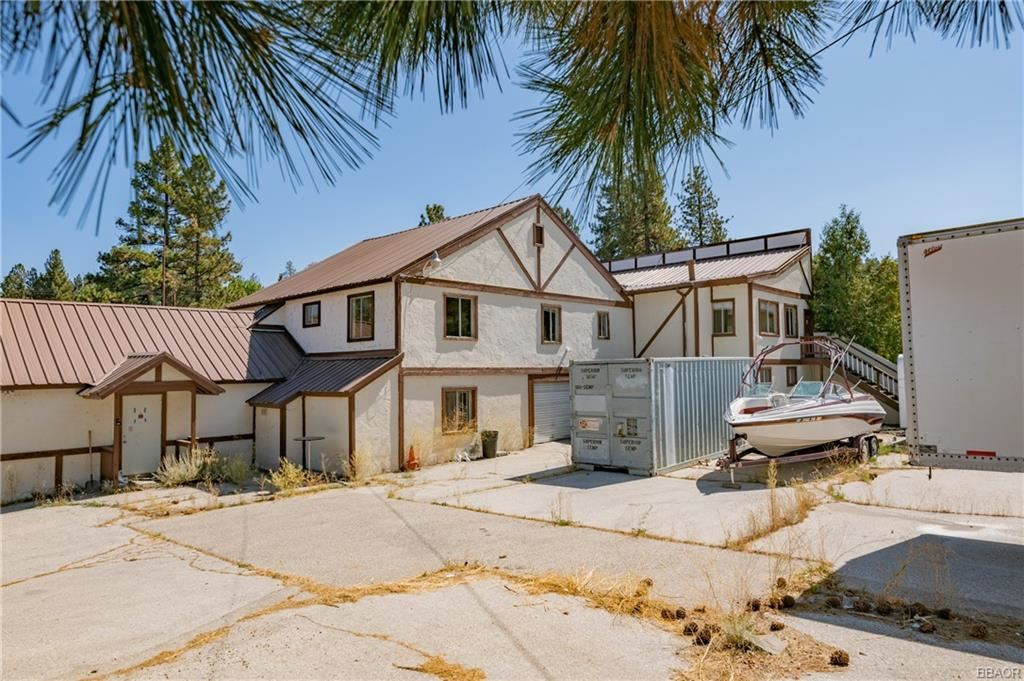 Photo of 590 Bartlett Lane, Big Bear Lake, CA 92315 (MLS # 32004114)