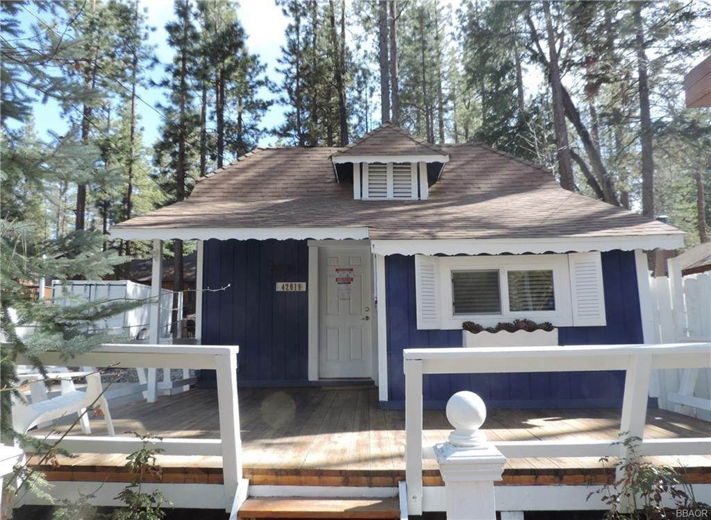 Photo of 42619 Cedar Avenue, Big Bear Lake, CA 92315 (MLS # 32100118)