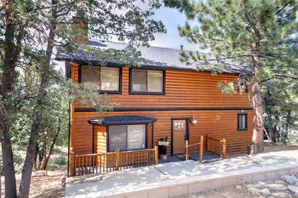 Photo of 1366 La Crescenta Drive, Big Bear City, CA 92314 (MLS # 32002138)