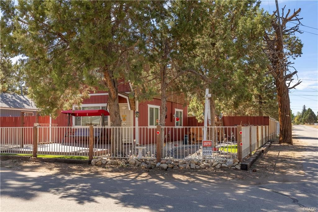 Photo of 905 Pine Lane, Big Bear City, CA 92314 (MLS # 32108140)