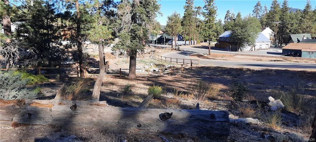 Photo of 810 Talmadge Road, Big Bear Lake, CA 92315 (MLS # 32108141)