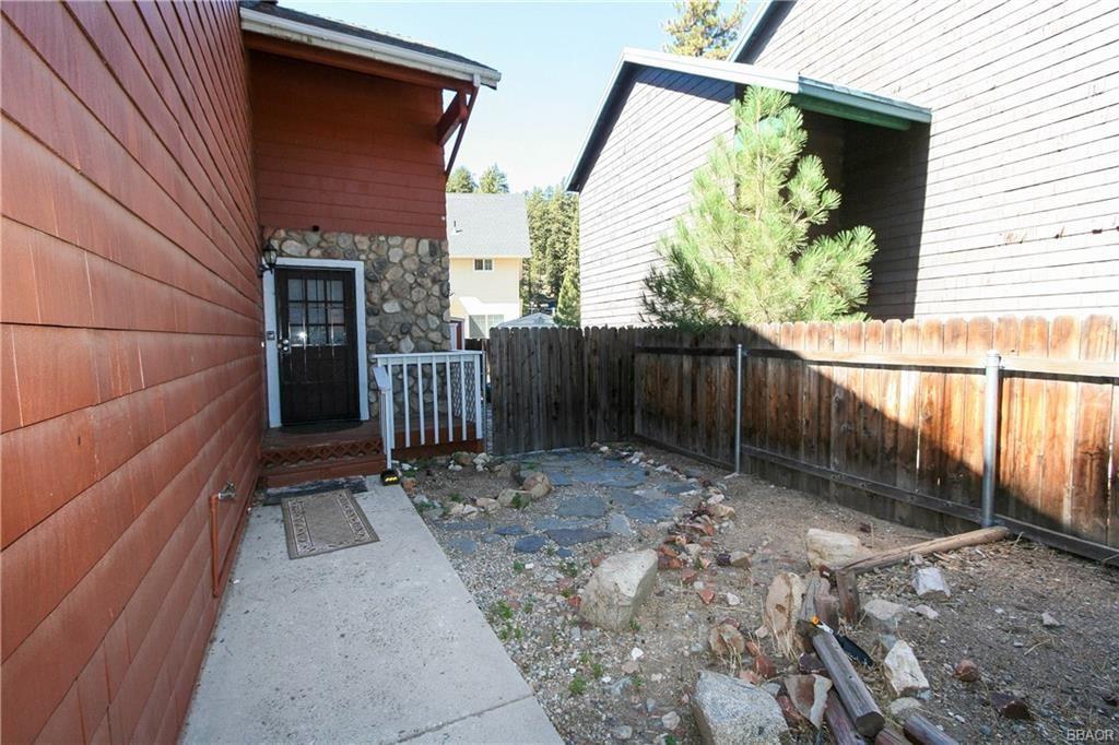 Photo of 1068 Cherokee Street, Fawnskin, CA 92333 (MLS # 32108146)