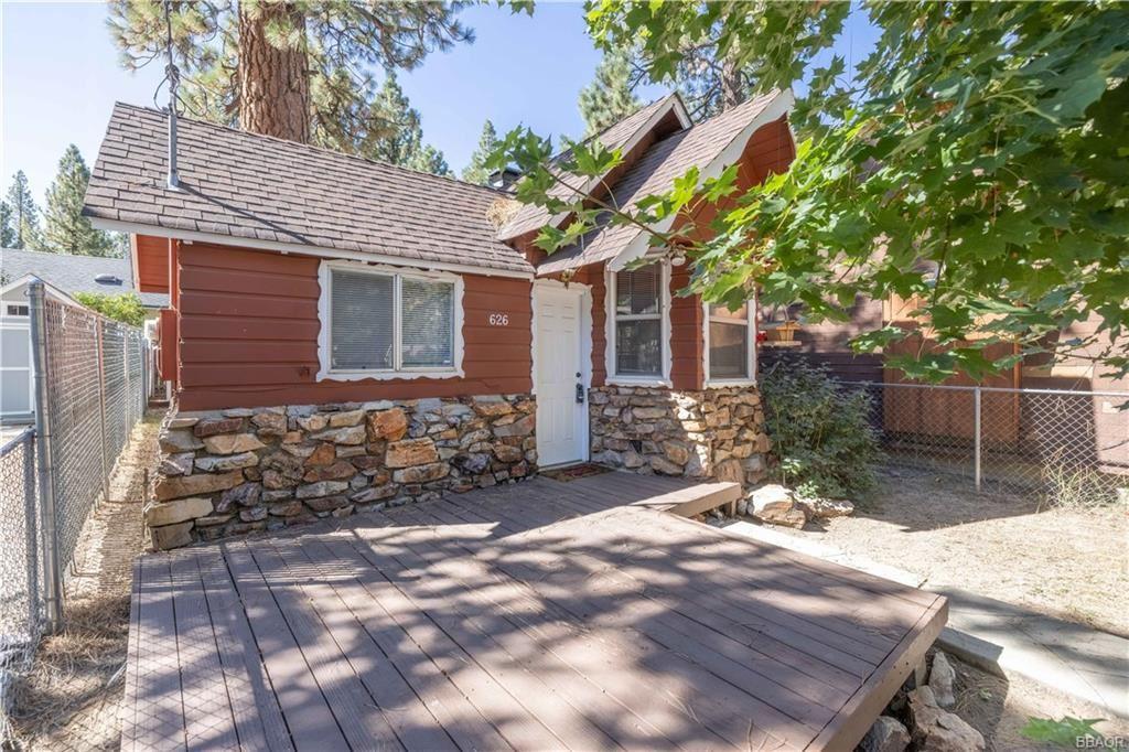 Photo of 626 Elysian Boulevard, Big Bear City, CA 92314 (MLS # 32108165)